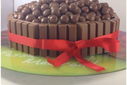 Layer Cake chocolat noir chocolat blanc Kit Kat Maltesers