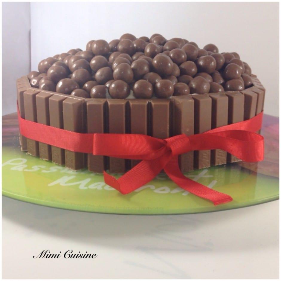 Fabuleux Layer Cake chocolat noir chocolat blanc Kit Kat Maltesers EK39