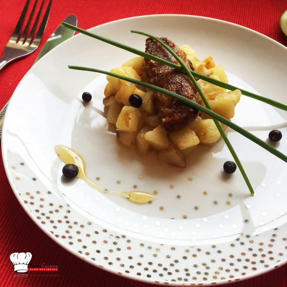 Foie gras pané miel amande sur lit de pommes poêlées
