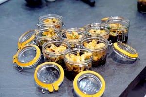 Risotto à l'encre de seiche et crevettes au miel en conserve Hutchinson