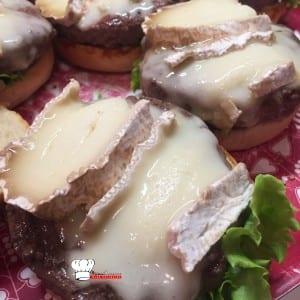 Hamburger au Brie de Meaux Confit d'oignons et sauce maison