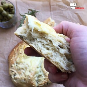 fougasse-olive-fromage-romarin