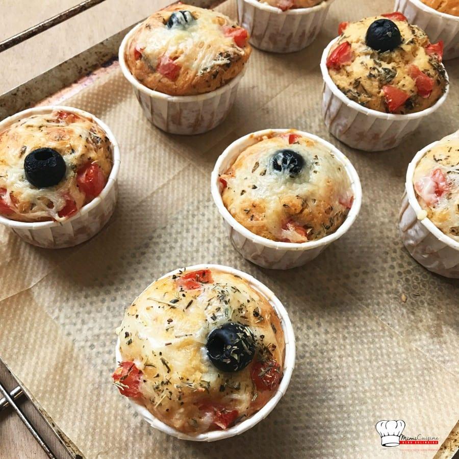 Muffins Salés garnis de Pesto Tomate et Fromage