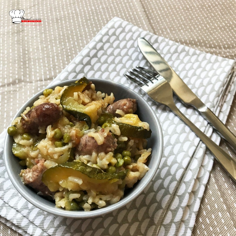 Riz aux Chipolatas Courgettes Petits Pois Recette Cookeo, Riz aux Chipolatas Courgettes Petits Pois, Recette Riz aux Chipolatas Courgettes Petits Pois, Recette Recette Riz aux Chipolatas Courgettes Petits Pois Cookeo, Riz aux Chipolatas Courgettes Petits Pois Cookeo, Marine Rolland, Mimi Cuisine, Miam Agency, Blogueuse culinaire, Blogueuse cuisine, Blogueuse Cookeo, Blogueuse Companion, Blogueuse Multidélices, Blogueuse Thermomix, Blog cuisine, Blog culinaire, Blog cuisine facile, Blog recettes, Blog cuisine traditionnelle, Blog cuisine connectée, Recettes sucrées, Recettes salées, Recette sucrée, Recette salée, Recette facile, Recettes faciles, Recette sans appareil, Recettes sans appareil, Recettes avec multicuiseur, Recette avec multicuiseur, Recettes avec robot cuiseur, Recette avec robot cuiseur, Livre Cookeo, Livre Recettes Cookeo, Cookeo blog, Blog Cookeo, Recettes Cookeo, Recette Cookeo, Recettes maison Cookeo, Recette maison Cookeo, Recette Cookeo sucrée, Recette Cookeo salée, Recettes Cookeo sucrées, Recettes Cookeo salées, Recette salée Cookeo, Recette sucrée Cookeo, Recettes salées Cookeo, Recettes sucrées Cookeo, Meilleure Recette Cookeo, Recette facile Cookeo, Recettes faciles Cookeo, Recette plat Cookeo, Recettes plats Cookeo, Recette Cookeo plat, Recette entrée Cookeo, Recettes entrées Cookeo, Recette Cookeo entrée, Recette dessert Cookeo, Recettes desserts Cookeo, Recette Cookeo dessert, Moulinex blog, Blog Moulinex, Recettes Moulinex, Recette Moulinex, Recettes maison Moulinex, Recette maison Moulinex, Companion blog, Blog Companion, Recettes Companion, Recette Companion, Recettes maison Companion, Recette maison Companion, Recette Companion sucrée, Recettes Companion sucrées, Recette Companion salée, Recettes Companion salées, Recette salée Companion, Recettes salées Companion, Meilleure Recette Companion, Recette facile Companion, Recettes faciles Companion, Recette plat Companion, Recettes plats Companion, Recette Companion plat, Recette entrée Companion, Recettes entrées Companion, Recette Companion entrée, Recette dessert Companion, Recettes desserts Companion, Recette Companion dessert, Thermomix blog, Blog Thermomix, Recettes Thermomix, Recette Thermomix, Recettes maison Thermomix, Recette maison Thermomix, Recette Thermomix sucrée, Recettes Thermomix sucrées, Recette Thermomix salée, Recettes Thermomix salées, Recette salée Thermomix, Recettes salées Thermomix, Meilleure Recette Thermomix, Recette facile Thermomix, Recettes faciles Thermomix, Recette plat Thermomix, Recettes plats Thermomix, Recette Thermomix plat, Recette entrée Thermomix, Recettes entrées Thermomix, Recette Thermomix entrée, Recette dessert Thermomix, Recettes desserts Thermomix, Recette Thermomix dessert, Multidélices blog, Blog Multidélices, Recettes Multidélices, Recette Multidélices, Recettes maison Multidélices, Recette maison Multidélices, Recette Multidélices sucrée, Recettes Multidélices sucrées, Recette Multidélices salée, Recettes Multidélices salées, Recette salée Multidélices, Recettes salées Multidélices, Meilleure Recette Multidélices, Recette facile Multidélices, Recettes faciles Multidélices, Recette plat Multidélices, Recettes plats Multidélices, Recette Multidélices plat, Recette entrée Thermomix, Recettes entrées Multidélices, Recette Multidélices entrée, Recette dessert Multidélices, Recettes desserts Multidélices, Recette Multidélices dessert