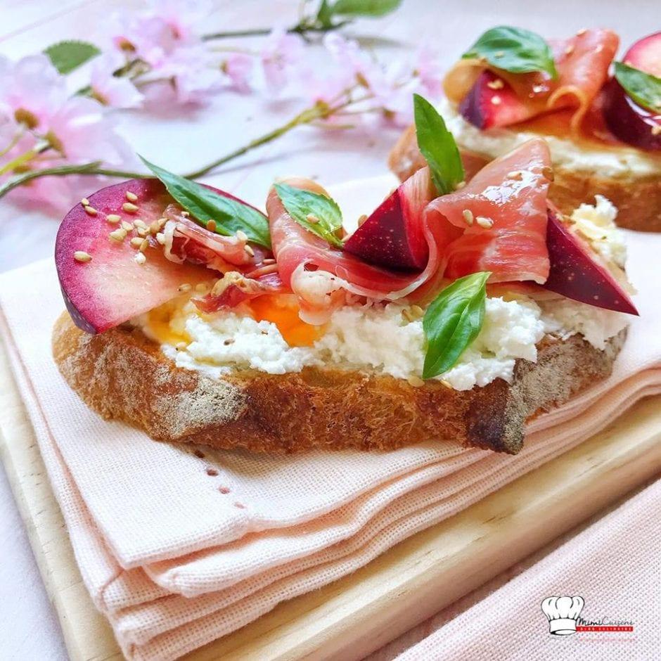 Tartines salées au Chèvre Jambon Cru et Nectarines Sanguines