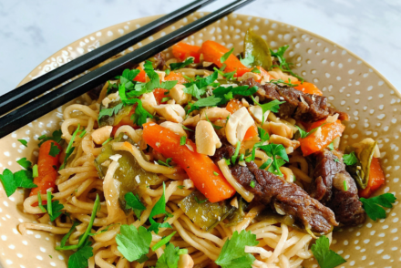 Nouilles chinoises au boeuf Recette Cookeo, Nouilles chinoises, Recette nouilles chinoises, Recette nouilles, Recette nouilles cookoe, Recette chinoise Cookeo, Recette asiatique Cookeo, Marine Rolland, Mimi Cuisine, Miam Agency, Blogueuse culinaire, Blogueuse cuisine, Blogueuse Cookeo, Blogueuse Companion, Blogueuse Multidélices, Blogueuse Thermomix, Blog cuisine, Blog culinaire, Blog cuisine facile, Blog recettes, Blog cuisine traditionnelle, Blog cuisine connectée, Recettes sucrées, Recettes salées, Recette sucrée, Recette salée, Recette facile, Recettes faciles, Recette sans appareil, Recettes sans appareil, Recettes avec multicuiseur, Recette avec multicuiseur, Recettes avec robot cuiseur, Recette avec robot cuiseur, Livre Cookeo, Livre Recettes Cookeo, Cookeo blog, Blog Cookeo, Recettes Cookeo, Recette Cookeo, Recettes maison Cookeo, Recette maison Cookeo, Recette Cookeo sucrée, Recette Cookeo salée, Recettes Cookeo sucrées, Recettes Cookeo salées, Recette salée Cookeo, Recette sucrée Cookeo, Recettes salées Cookeo, Recettes sucrées Cookeo, Meilleure Recette Cookeo, Recette facile Cookeo, Recettes faciles Cookeo, Recette plat Cookeo, Recettes plats Cookeo, Recette Cookeo plat, Recette entrée Cookeo, Recettes entrées Cookeo, Recette Cookeo entrée, Recette dessert Cookeo, Recettes desserts Cookeo, Recette Cookeo dessert, Moulinex blog, Blog Moulinex, Recettes Moulinex, Recette Moulinex, Recettes maison Moulinex, Recette maison Moulinex, Companion blog, Blog Companion, Recettes Companion, Recette Companion, Recettes maison Companion, Recette maison Companion, Recette Companion sucrée, Recettes Companion sucrées, Recette Companion salée, Recettes Companion salées, Recette salée Companion, Recettes salées Companion, Meilleure Recette Companion, Recette facile Companion, Recettes faciles Companion, Recette plat Companion, Recettes plats Companion, Recette Companion plat, Recette entrée Companion, Recettes entrées Companion, Recette Companion entrée, Recette dessert Companion, Recettes desserts Companion, Recette Companion dessert, Thermomix blog, Blog Thermomix, Recettes Thermomix, Recette Thermomix, Recettes maison Thermomix, Recette maison Thermomix, Recette Thermomix sucrée, Recettes Thermomix sucrées, Recette Thermomix salée, Recettes Thermomix salées, Recette salée Thermomix, Recettes salées Thermomix, Meilleure Recette Thermomix, Recette facile Thermomix, Recettes faciles Thermomix, Recette plat Thermomix, Recettes plats Thermomix, Recette Thermomix plat, Recette entrée Thermomix, Recettes entrées Thermomix, Recette Thermomix entrée, Recette dessert Thermomix, Recettes desserts Thermomix, Recette Thermomix dessert, Multidélices blog, Blog Multidélices, Recettes Multidélices, Recette Multidélices, Recettes maison Multidélices, Recette maison Multidélices, Recette Multidélices sucrée, Recettes Multidélices sucrées, Recette Multidélices salée, Recettes Multidélices salées, Recette salée Multidélices, Recettes salées Multidélices, Meilleure Recette Multidélices, Recette facile Multidélices, Recettes faciles Multidélices, Recette plat Multidélices, Recettes plats Multidélices, Recette Multidélices plat, Recette entrée Thermomix, Recettes entrées Multidélices, Recette Multidélices entrée, Recette dessert Multidélices, Recettes desserts Multidélices, Recette Multidélices dessert